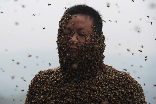 TOPSHOTS-CHINA-PEOPLE-BEE WEARING