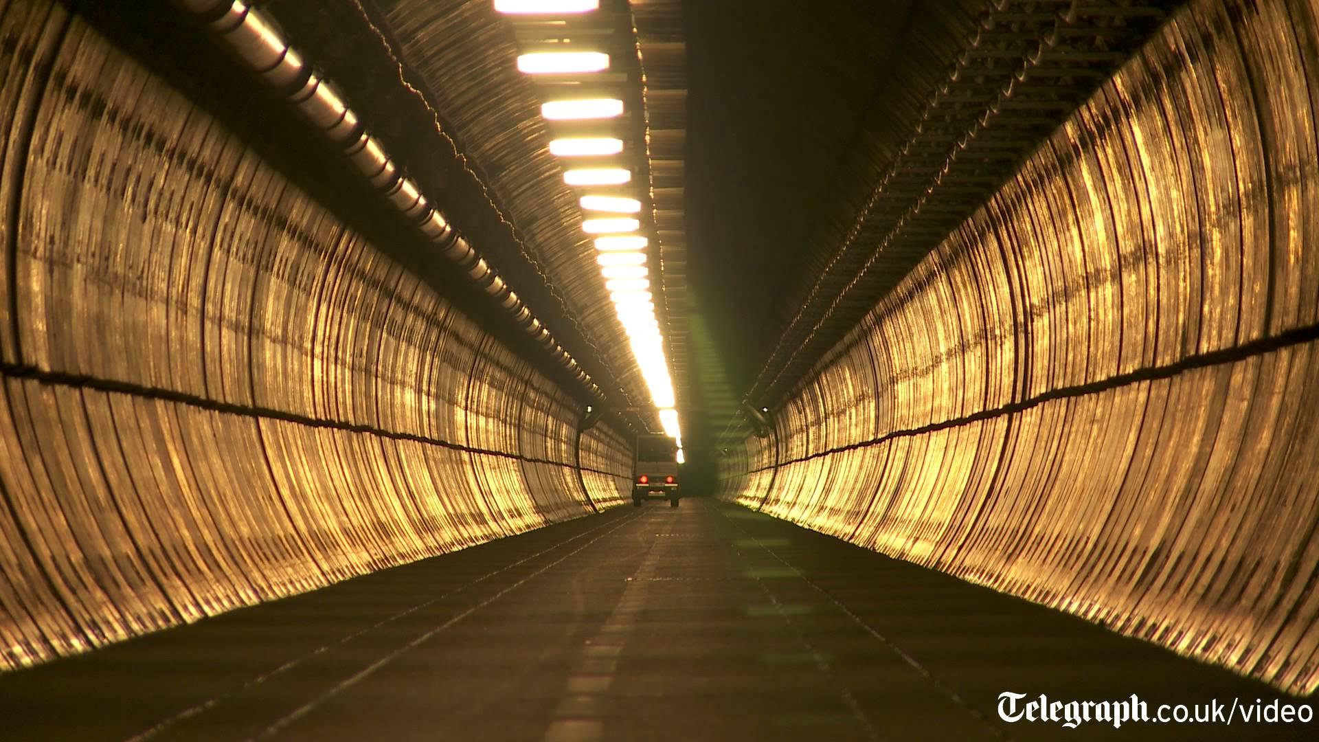 Dans le tunnel de service du tunnel sous la manche
