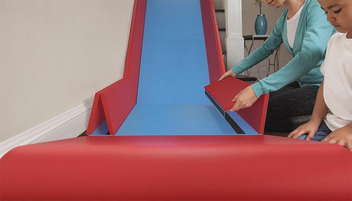 un toboggan pour les escaliers. Black Bedroom Furniture Sets. Home Design Ideas