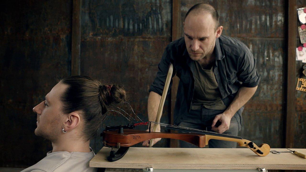 Un violon avec ses cheveux