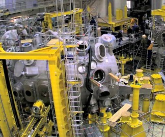L'assemblage d'un réacteur à fusion nucléaire en timelapse