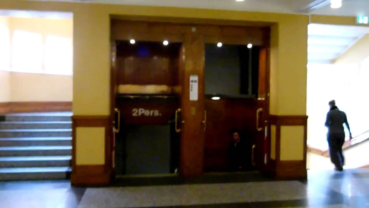 Un ascenseur Paternoster de 1913 à Copenhague