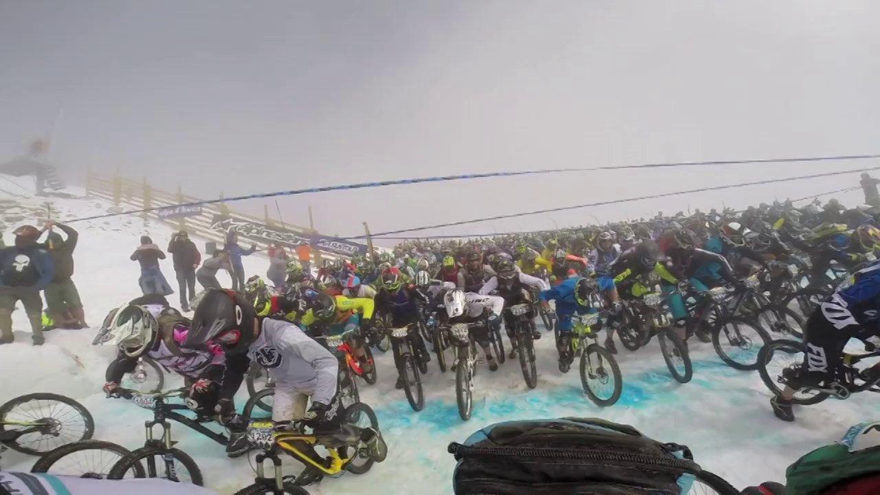600 gars à vélo qui descendent le PIc du Glacier Blanc