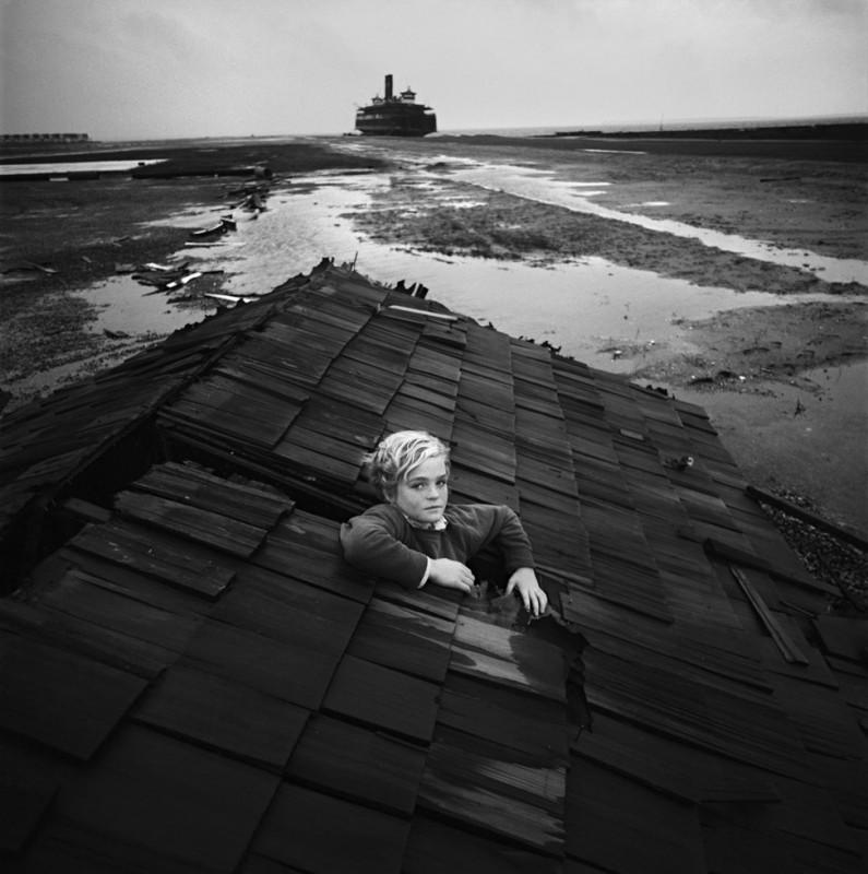 arthur-tress-cauchemar-enfant-noir-blanc-05