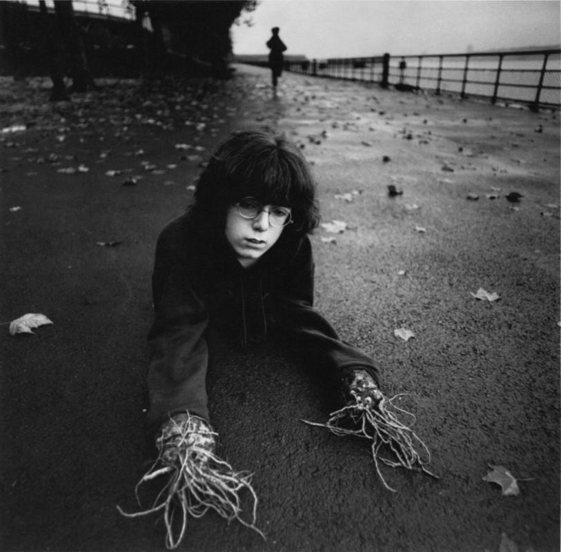 arthur-tress-cauchemar-enfant-noir-blanc-06