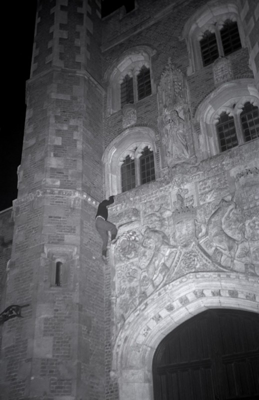 exploration-urbaine-ancienne-cambridge-nuit-etudiant-08