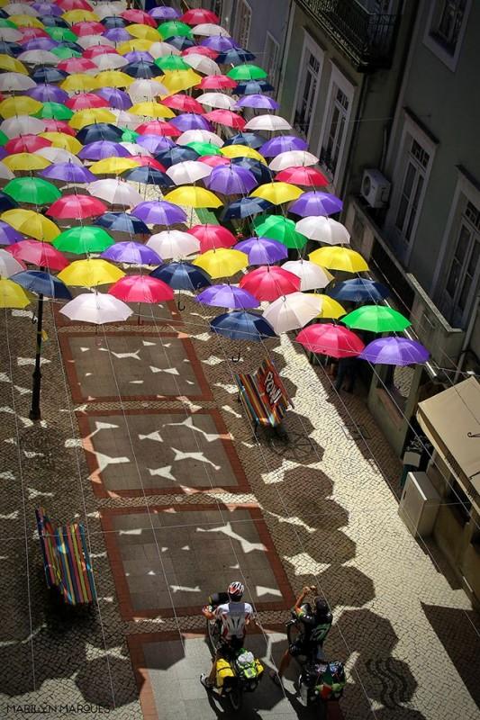 parapluie-ombre-rue-portugal-festival-03
