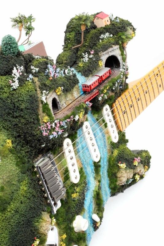 Des petit trains miniatures sur des objets Petit-train-miniature-objet-03