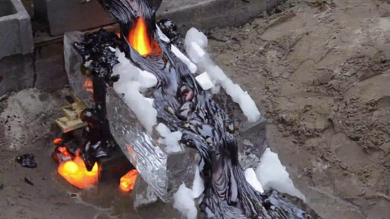 Un barbecue avec de la lave