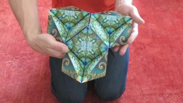 Un cube en 12 pyramides