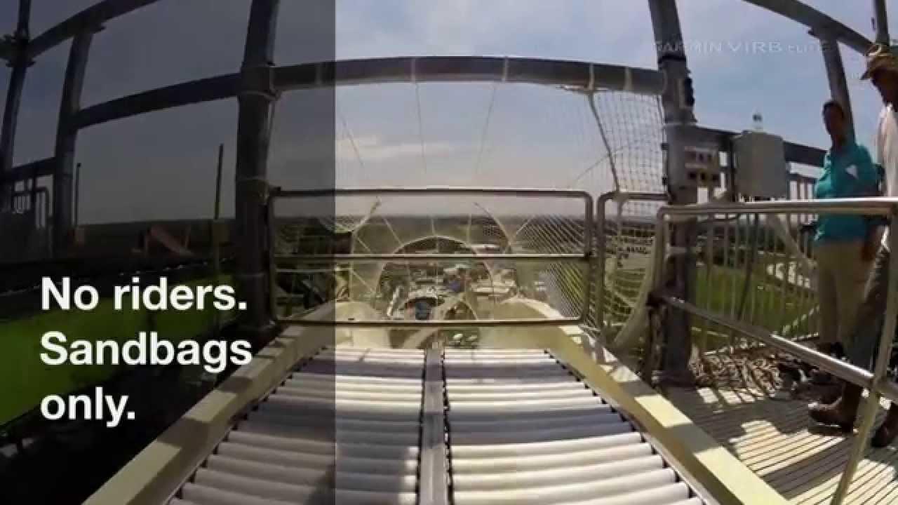 Une descente du Verrückt, le plus grand toboggan du monde