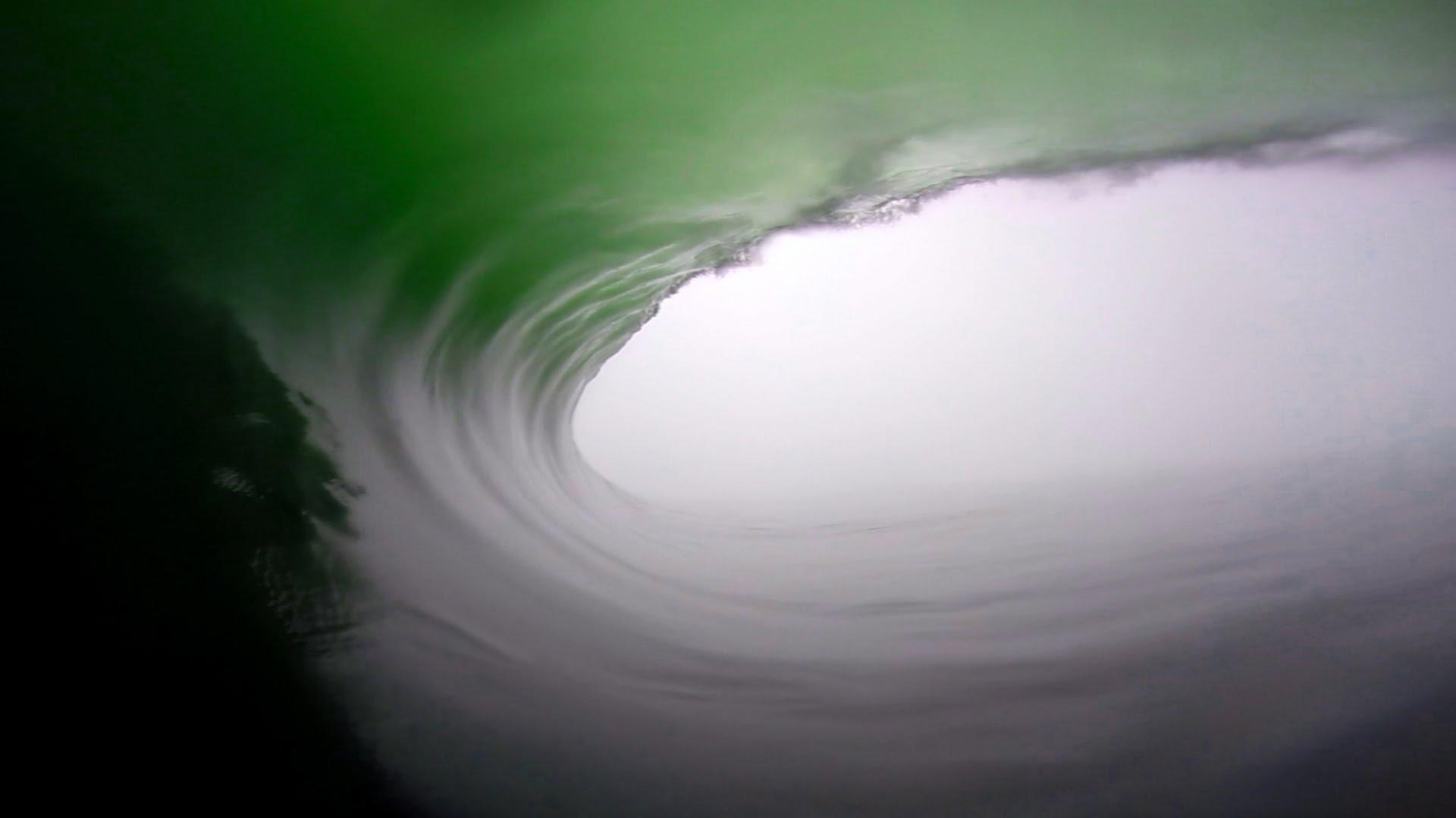 Une longue vague surfée