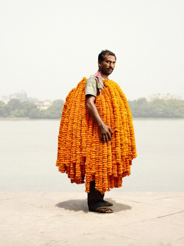 vendeur-fleur-india-marche-ghat-homme-01