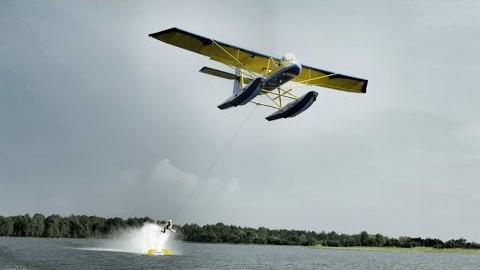 Du ski nautique sans ski tracté par un avion