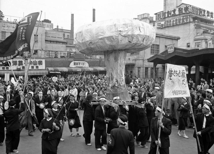 manifestation-bombe-atomique-angleterre-tokyo
