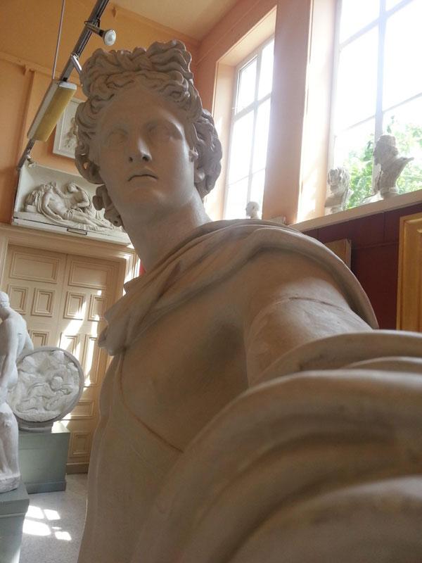 statue-selfies-2