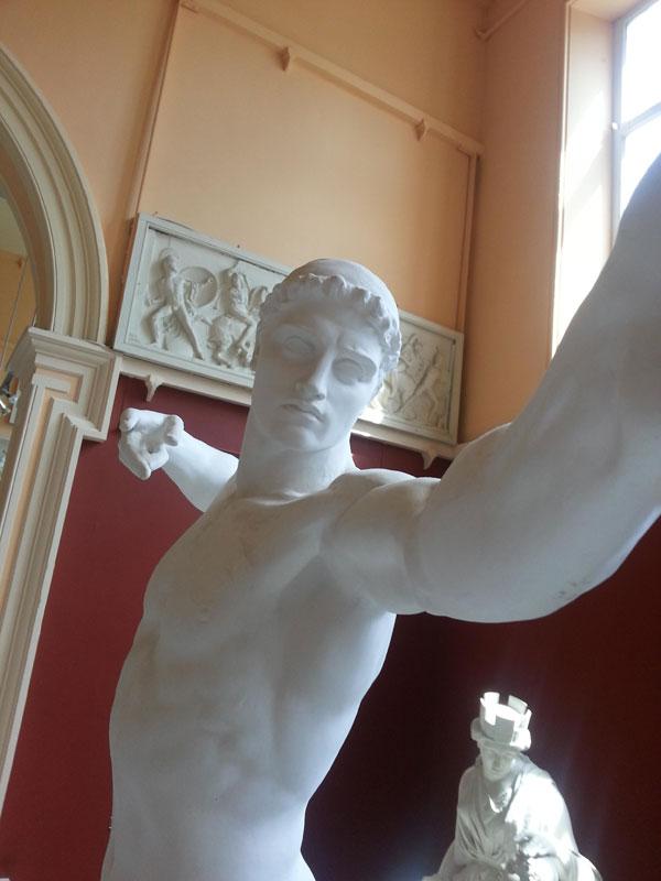 statue-selfies-5