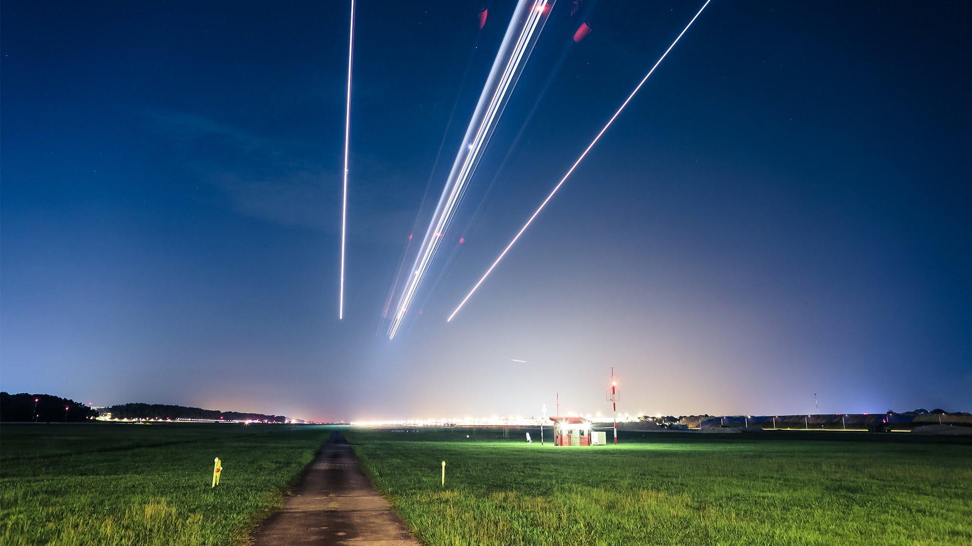 Un aéroport avec des avions super rapides