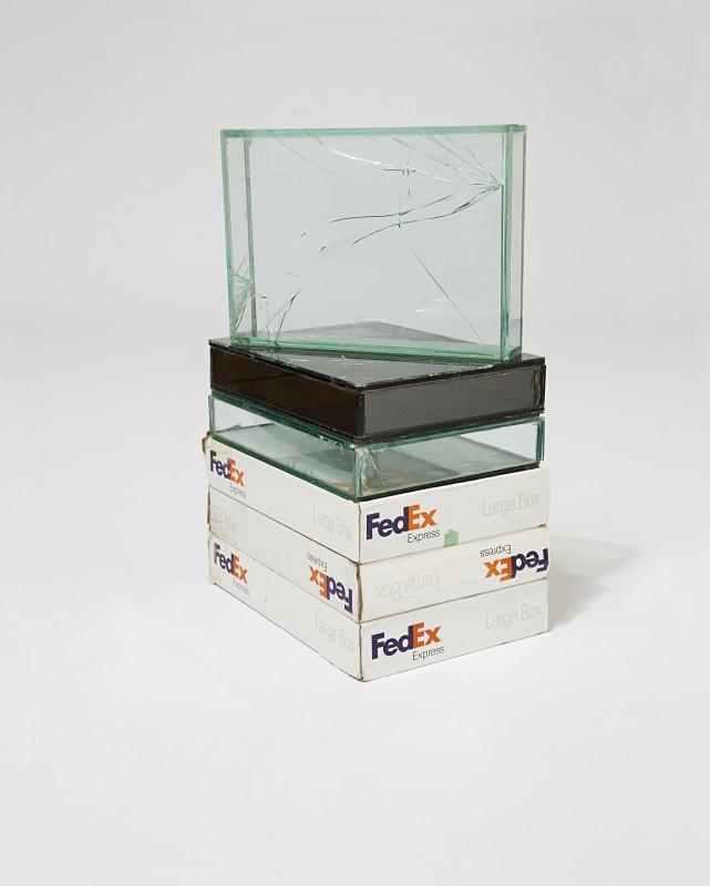 boite-verre-fedex-walead-beshty-05