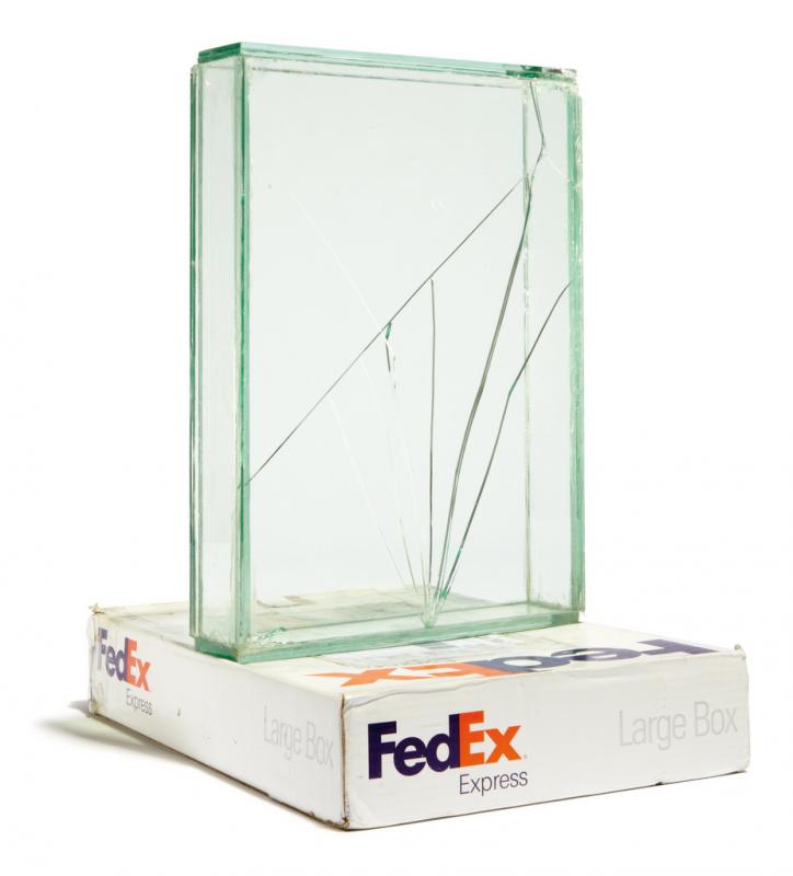 boite-verre-fedex-walead-beshty-07