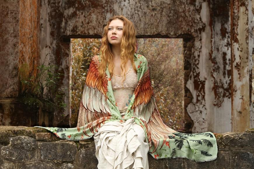 foulard-chale-oiseau-aile-plume-02