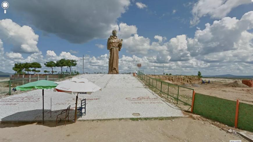 google-anonyme-statue-07