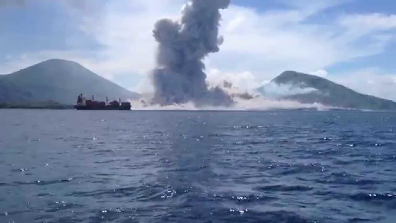 L'explosion du Mont Tavurvur en Papouasie-Nouvelle-Guinée et son onde de choc