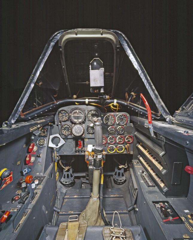 05-cockpit-avion-Messerschmitt-Me-262A-1a