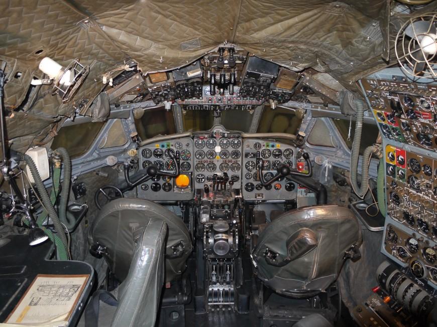 08-cockpit-avion-De_Havilland_DH106_Comet_4_G-APDB_Cockpit