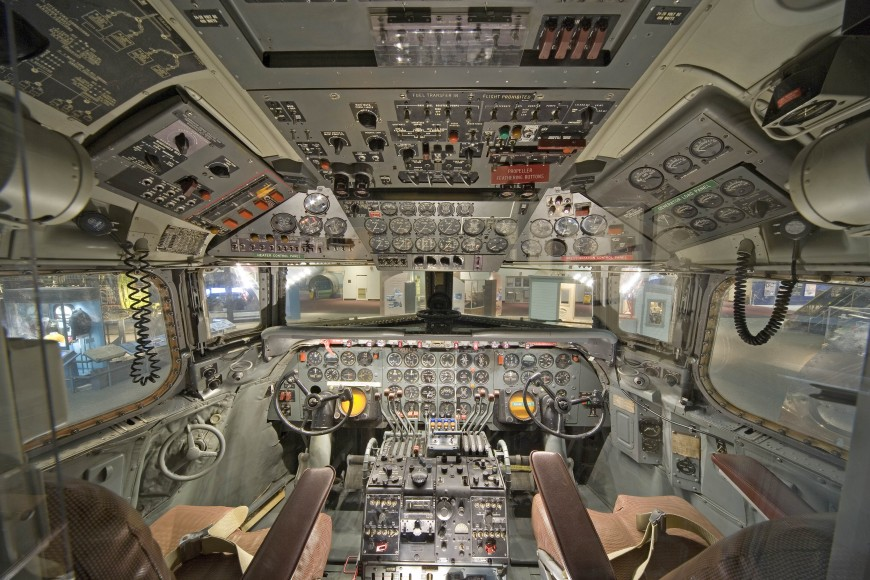 14-cockpit-avion-Douglas DC-7