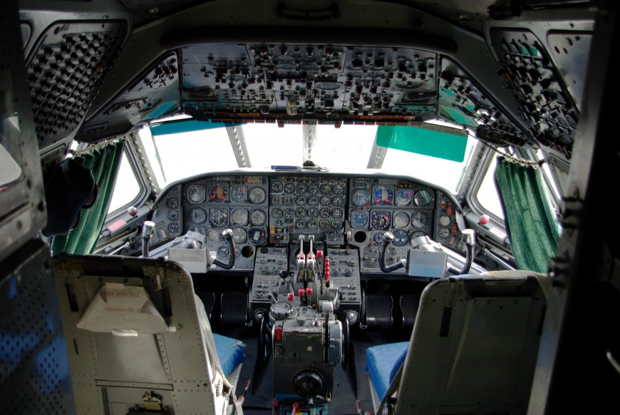 15-cockpit-avion-Sud-Aviation_Caravelle_-_Cockpit_(MAA)