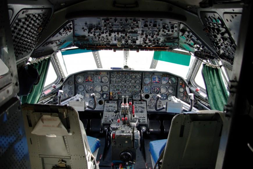 15-cockpit-avion-Sud-Aviation_Caravelle_-_Cockpit_(MAA)