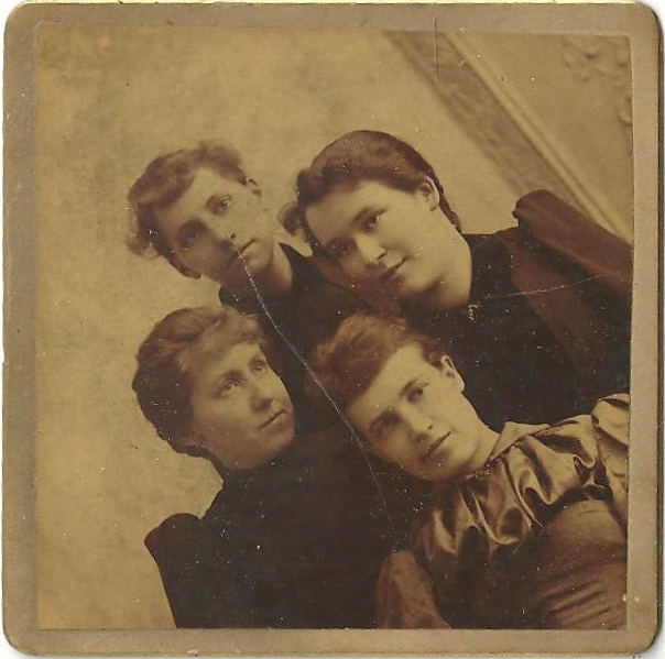 4-femmes-vintage-ancien-diagonale-photo