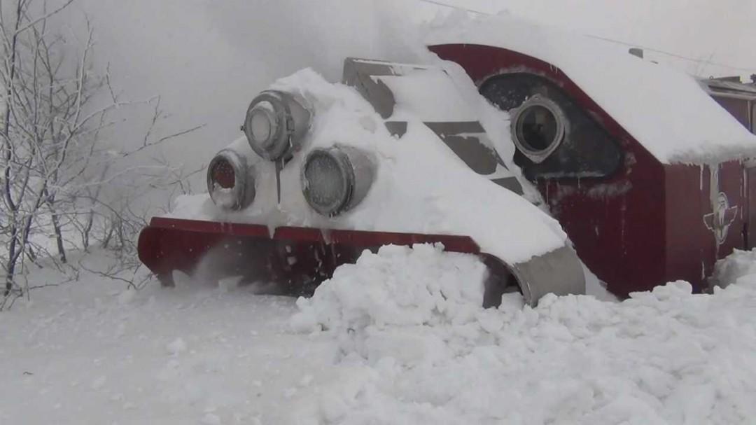 Le chasse neige à rotation pour train en action