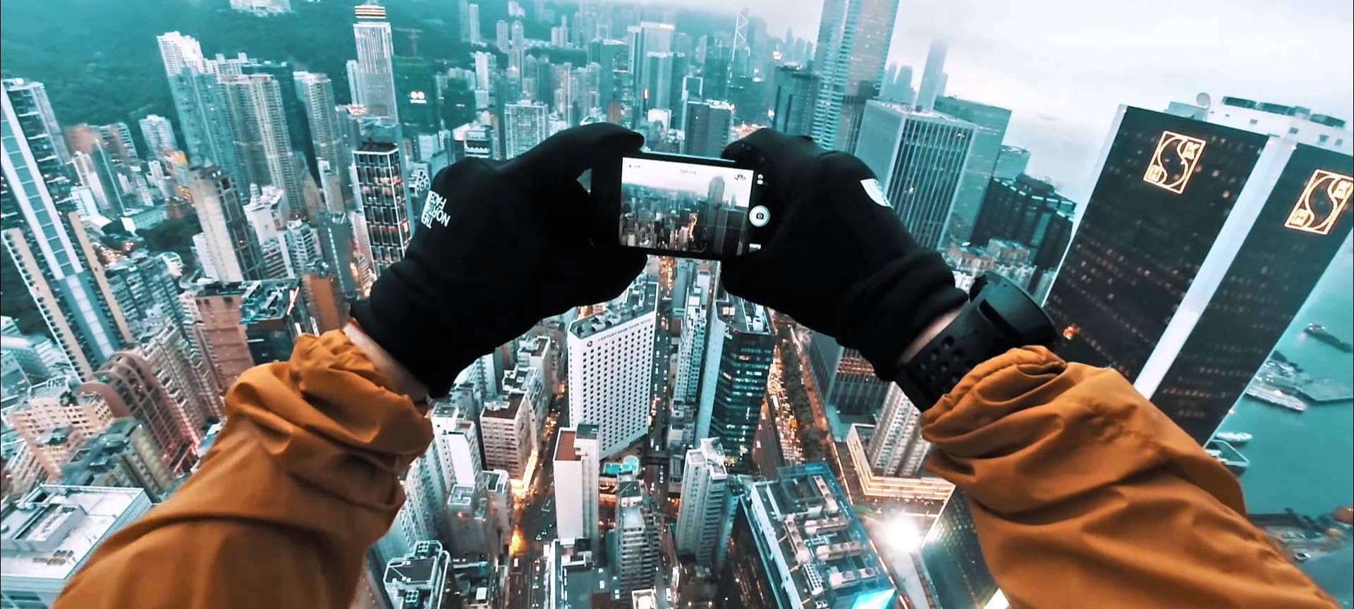 Piratage d'un écran géant sur le toit d'un immeuble d'Hong Kong