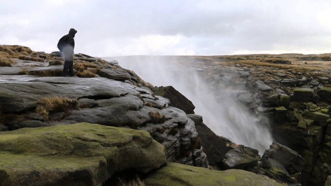 Quand le vent inverse une cascade