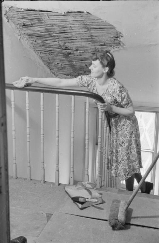 Mrs Olive Day fait le ménage pendant trente minutes avant de partir au travail.