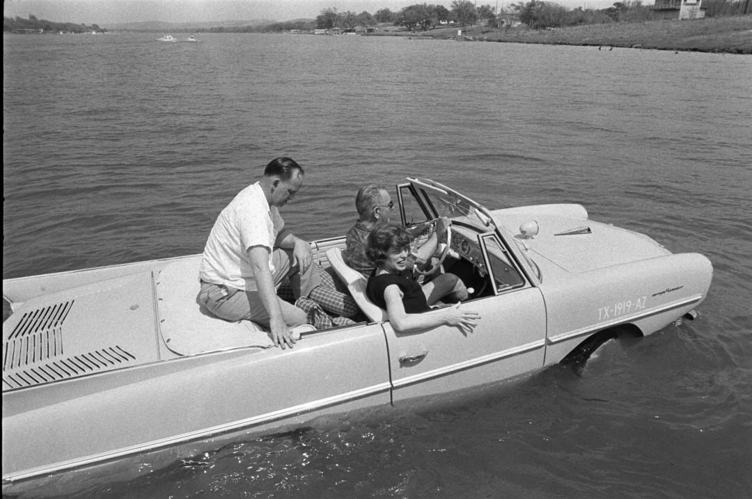 President-Lyndon-Johnson-voiture-amphibie