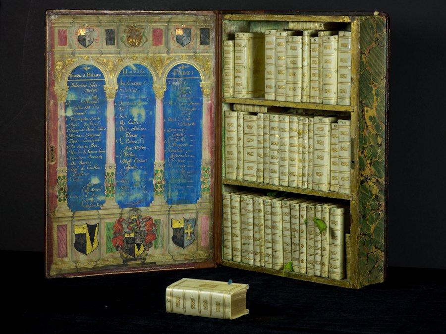 bibliotheque-miniature-portable-01