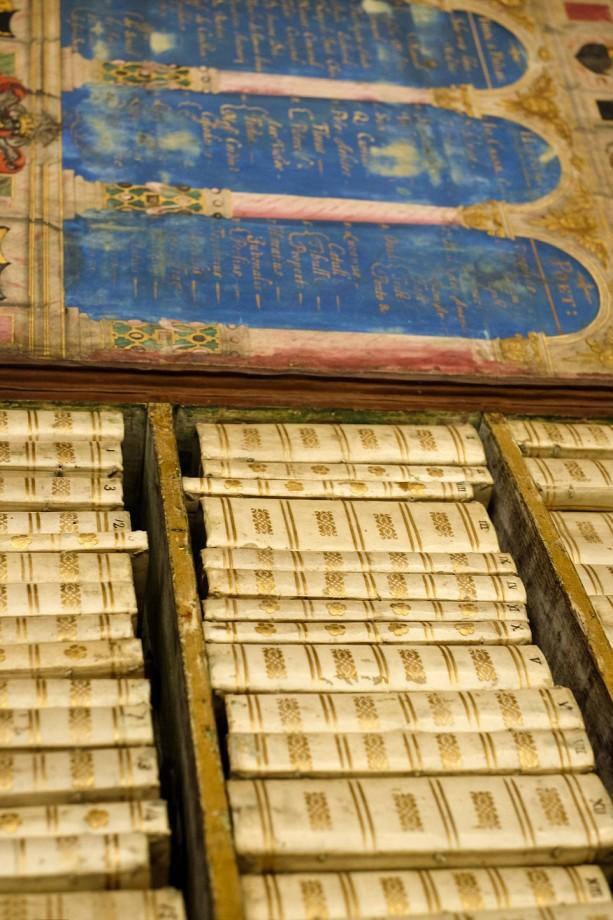bibliotheque miniature portable 04 613x920 Une bibliothèque miniature portative du XVIIème