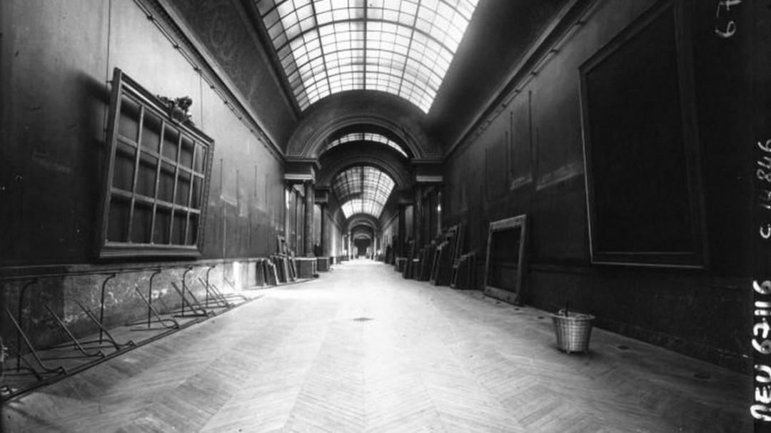 grande-gallerie-louvre-premiere-guerre-mondiale-vide