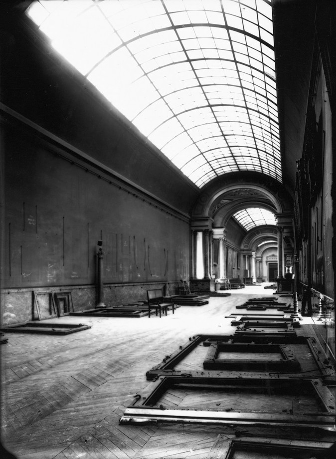 grande-gallerie-louvre-seconde-guerre-mondiale-vide