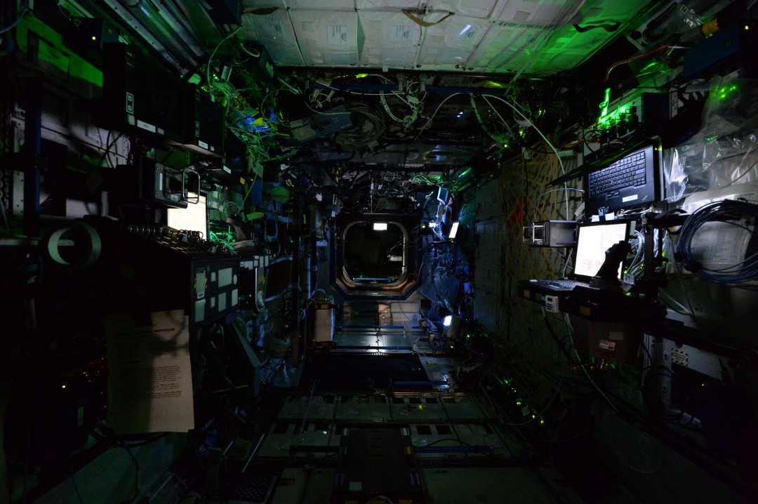 iss-abandonee-station-spatiale-nuit-01