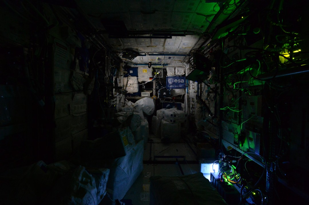 iss-abandonee-station-spatiale-nuit-02