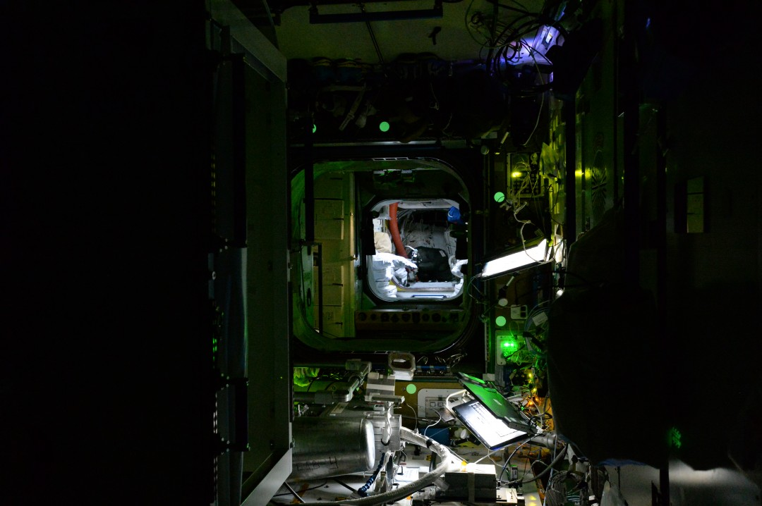 iss-abandonee-station-spatiale-nuit-03