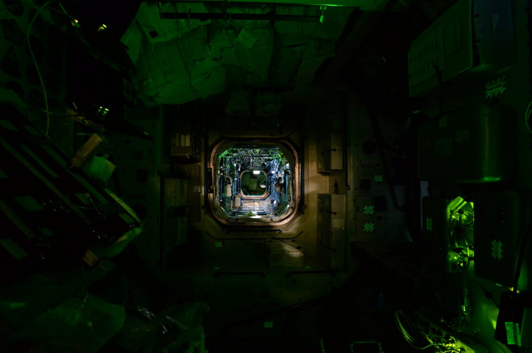 iss-abandonee-station-spatiale-nuit-04
