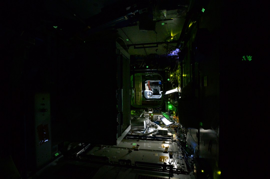 iss-abandonee-station-spatiale-nuit-06
