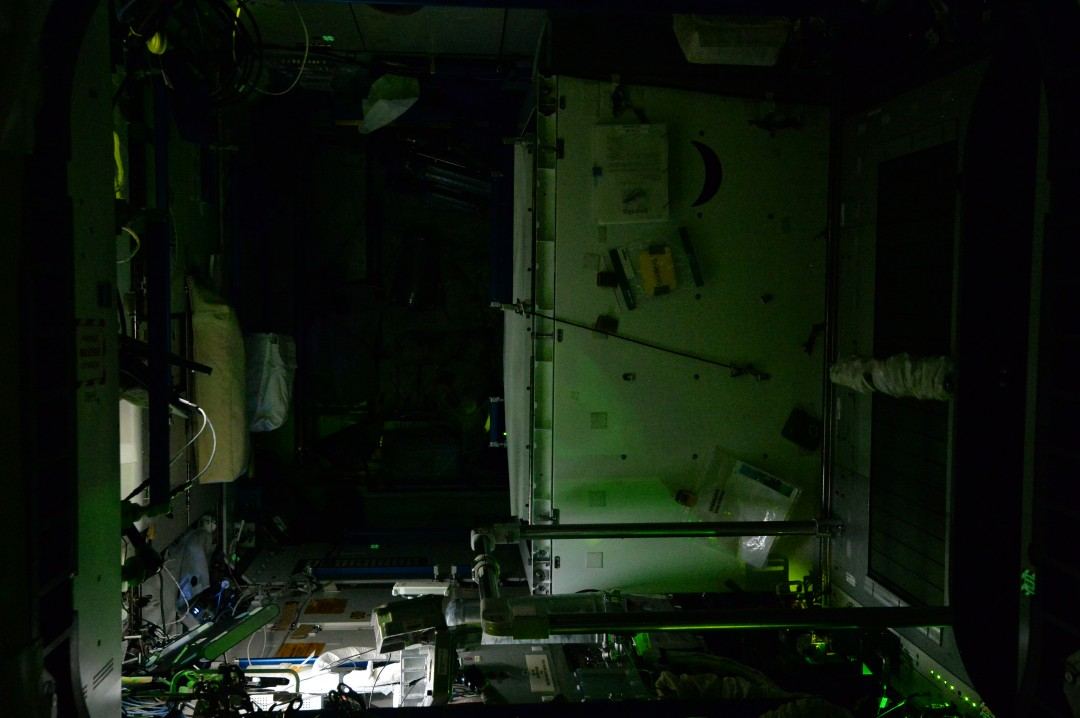 iss-abandonee-station-spatiale-nuit-07