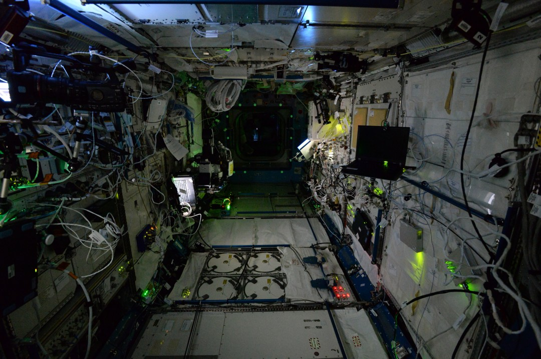 iss-abandonee-station-spatiale-nuit-08