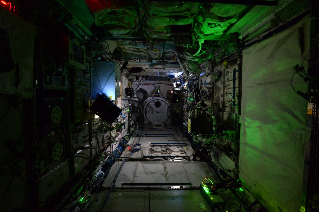iss-abandonee-station-spatiale-nuit-10